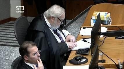 STJ mantém condenação de Lula no caso do triplex, mas reduz pena