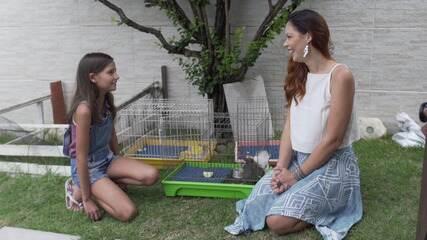 Briza Menezes conhece família que cria roedores como pets