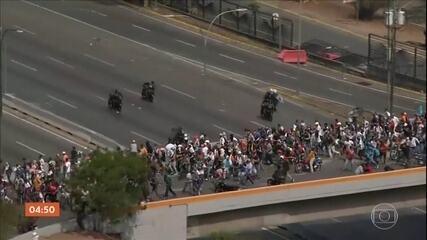 Manifestantes contra e favor de Maduro participam de segundo dia de protestos na Venezuela