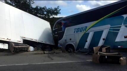 Acidente com equipe juvenil do Bahia tem 2 mortos e 25 feridos