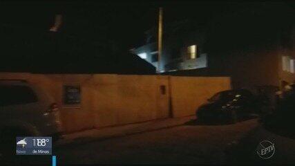 Terreno cede e parte de casa desaba no bairro Vila Nova, em São Lourenço