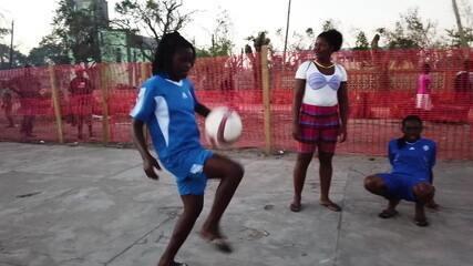 Rainha no Brasil, Marta inspira meninas moçambicanas a se reerguerem ao perderem tudo após ciclones