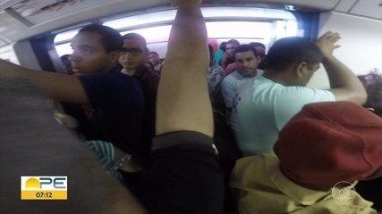Estação Sufoco: veja o desafio de andar de metrô no Grande Recife