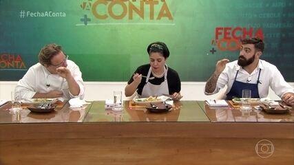 Chefs finalizam os pratos e jurados avaliam