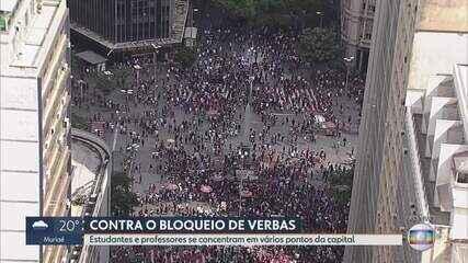 Manifestantes protestam contra corte de verba na educação em Belo Horizonte