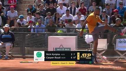 Nick Kyrgios joga cadeira em quadra e é desclassificado no Masters 1000 de Roma