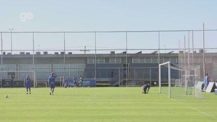Renato trava disputa de pênaltis com Paulo Victor
