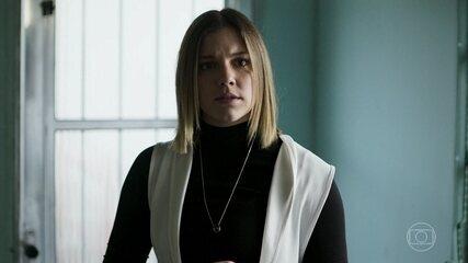 Dalila/Basma finge indignação ao ouvir Jamil pedir a Padre Zoran para investigá-la