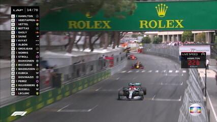 Relargada em Mônaco com Hamilton à frente de Verstappen