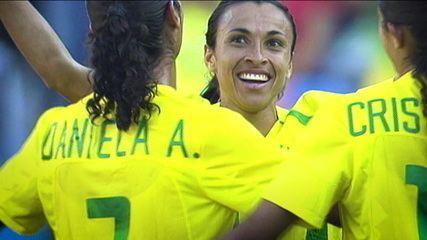 Líder do time que trouxe os melhores resultados para o Brasil, Marta conta histórias de uma vida linda