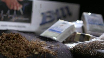 Caderno abandonado por criminosos leva polícia a descobrir fábrica de cigarros falsos