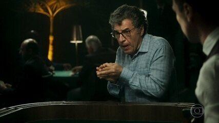 Miguel perde no jogo e faz escândalo no cassino