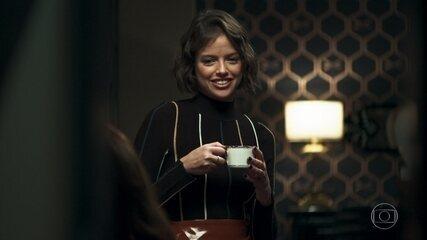 Josiane incentiva Maria a sair com alguém