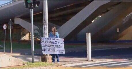 Jovem pede ajuda em semáforo em Uberlândia e consegue entrevistas após ter foto na web