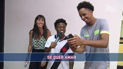 Jogadores do Vasco disputam quem é o melhor no Futeokê
