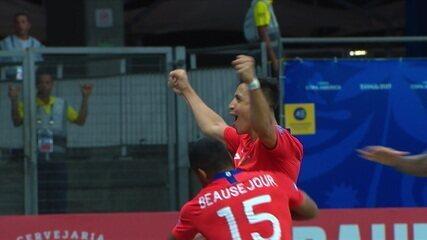 Aránguiz cruza a bola na área e Sánchez pega de primeira para dar vitória ao Chile
