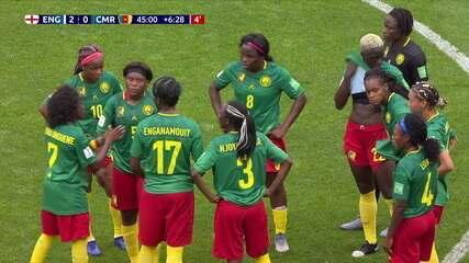 Jogadoras de Camarões atrasam reinício do jogo pedindo que juíza reveja lance do gol