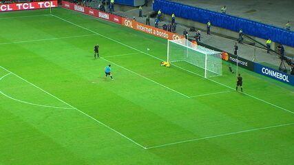 Suárez bate pênalti e Gallese pega