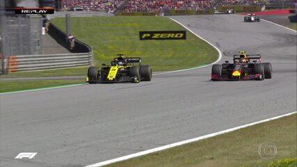 Gasly abre a asa e ultrapassa Riccardo