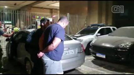 Suspeito de vender imóveis na Muzema chega à delegacia no Centro do Rio