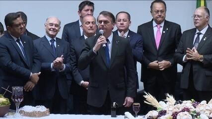 """Bolsonaro diz que vai indicar ministro """"terrivelmente"""" evangélico para STF"""