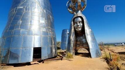 Peças de estátua gigante de Aparecida estão amontoadas em terreno