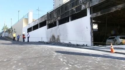 Defesa Civil vistoria prédio de concessionária que pegou fogo em Araçatuba