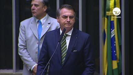'Se está sendo criticado, sinal de que é adequado', diz Bolsonaro sobre filho em embaixada