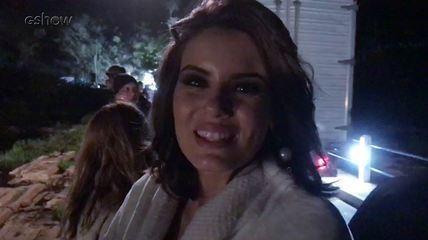 Camila Queiroz mostra como foi feita a cena do acidente de Jerônimo