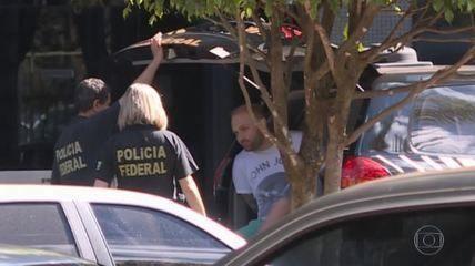 Hacker diz que Manuela D'Ávila intermediou contato com Greenwald