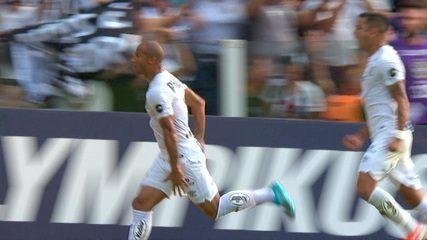 Gol do Santos! Soteldo faz linda jogada e cruza na medida para cabeçada de Carlos Sanchez aos 32 do 1º tempo