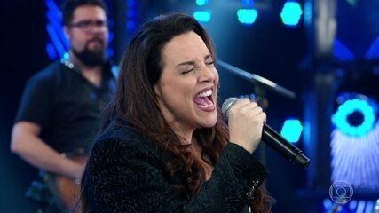 Ana Carolina canta 'Quem De Nóis Dois' e plateia pede mais