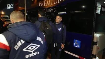 Confira a chegada da equipe do Nacional em Porto Alegre
