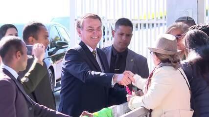 Nas últimas semanas, Bolsonaro passou a parar quase diariamente na guarita do Palácio da Alvorada para conversar com turistas e dar entrevistas à imprensa