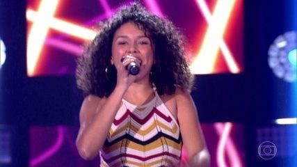 "Nina Oliveira canta ""Festa"""