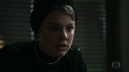 Dalila se enfurece quando Rogério pede que ela assine o divórcio de seu casamento