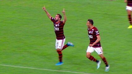 Gol do Flamengo! Everton Ribeiro escapa da marcação, e chuta para ampliar, aos 46' do 2º tempo
