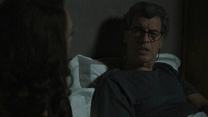 Rania explica para Miguel que a neta está enganando Jamil