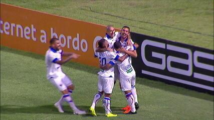 Gol do Fortaleza! Na cobrança de falta, Juninho levanta na área, Bruno Melo sobe sozinho e manda de cabeça para as redes aos 4 do 1º tempo