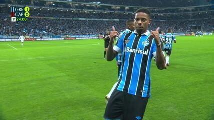 Gol do Grêmio! Everton cruza, e André desvia de cabeça para marcar aos 23 do 1º tempo