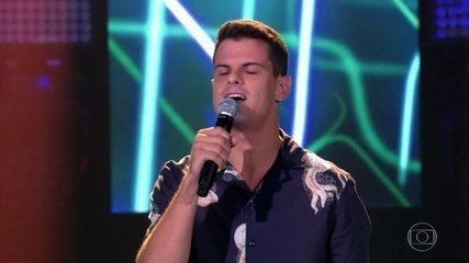 """Filipe Shimizu canta """"Final Feliz"""""""