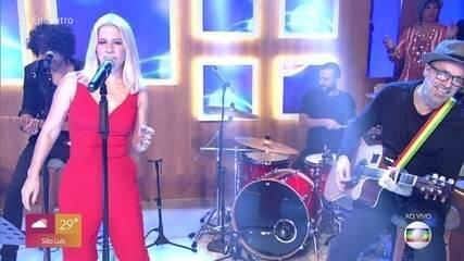 Paula Toller canta 'Essa Noite Sem Fim'