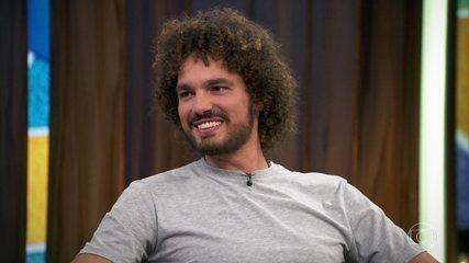 Anderson Varejão conta que ficou emocionado com vídeo de fã mirim