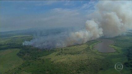 Bolsonaro convoca reunião de emergência para discutir as queimadas na Amazônia