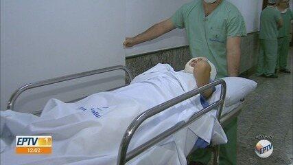 Jovem que perdeu couro cabeludo em kart passa por transplante de pele em Ribeirão Preto