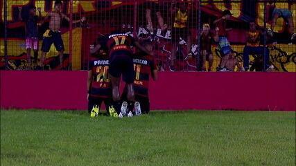 Gol do Sport! Guilherme recebe de Yan na área, bate na saída do goleiro Maurício e empatar a partida, aos 37 don 2º tempo