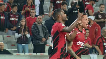 Athletico vence o Ceará na Arena da Baixada