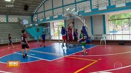 Conheça Gabriel, o garoto de 13 anos, que com seus 1,98 metros é destaque no basquete