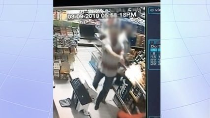Câmeras de segurança mostram PM de folga reagir a assalto em padaria; criminoso foi morto