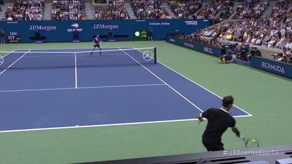 Federer dá um lob espetacular, Dimitrov ainda salva, mas o suíço mata no smash